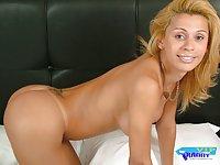 Hot blondie shows titties & jerks