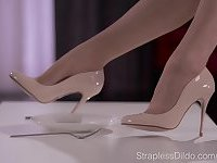 Solo TS jerks off wearing her pantyhose