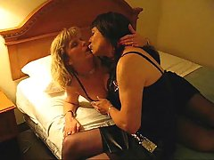 Amateur blowjob for a burning crossdresser at sexodirectory.com