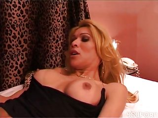 Shemale In Stockings Drilled Hotly