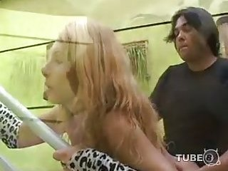 Blondie loves to suck