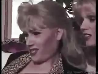 Vintage orgy with a skilful tranny